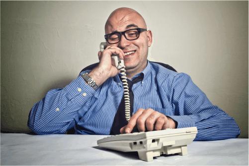 Betrügerische Anrufer versuchen mit allen Tricks, dem Verbraucher am Telefon zum Vertragsabschluss zu bewegen. Erfahren Sie hier, was Sie beachten sollten.